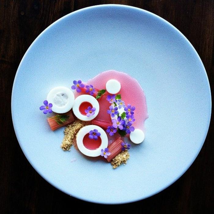 assiette-de-présentation-déco-fleurs-comestibles