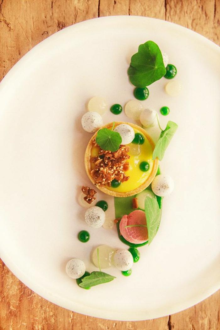 assiette-de-présentation-joli-petit-dessert