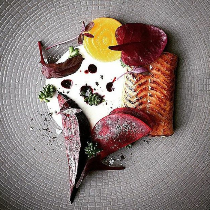 assiette-de-présentation-saumon-déco-et-sauce