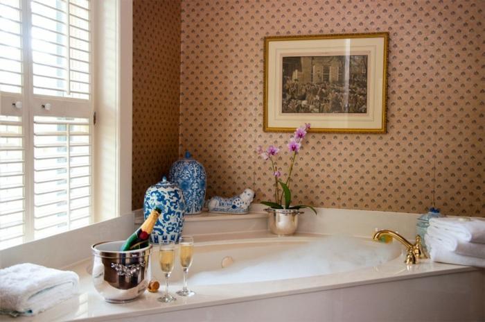 baignoires-jacuzzi-baignoire-balneo-pas-cher-fleurs-vase-champagne