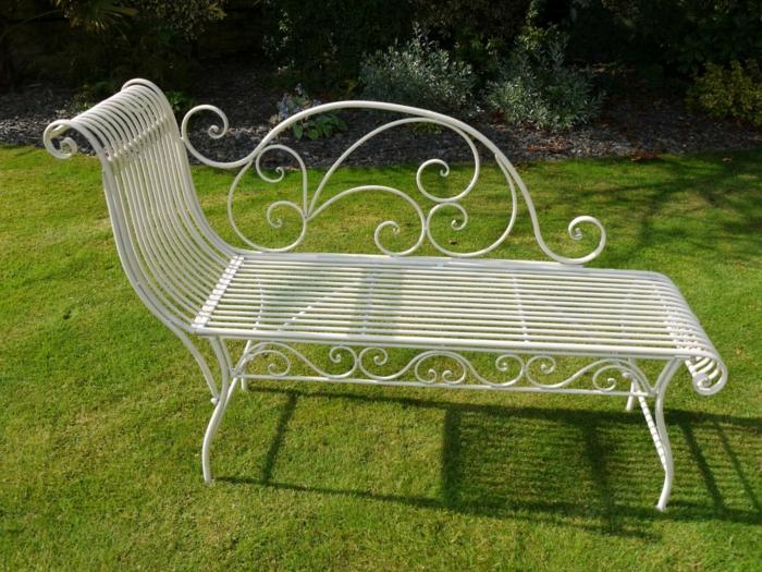 banc-de-jardin-en-fer-blanc-pelouse-verte-mobilier-de-jardin-banc-en-fer-forgé