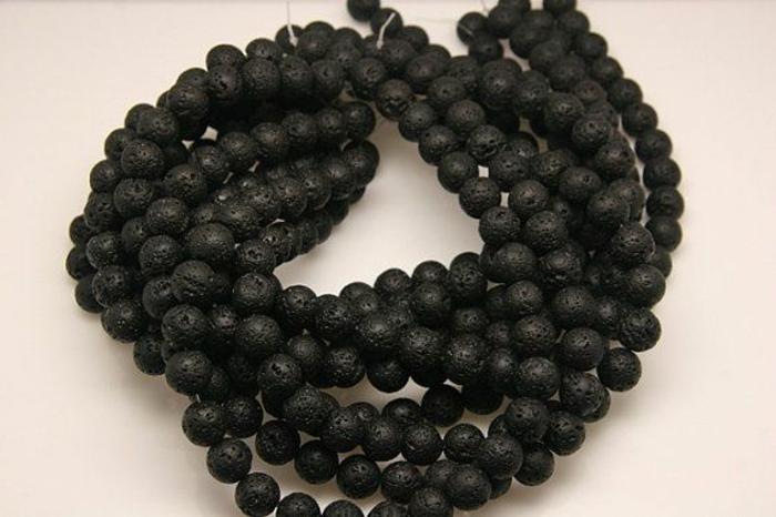 bijoux-avec-pierre-volcanique-beau-collier-plusieurs-pierres-volcaniques