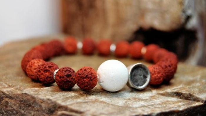bijoux-avec-pierre-volcanique-bijoux-en-matériaux-naturels
