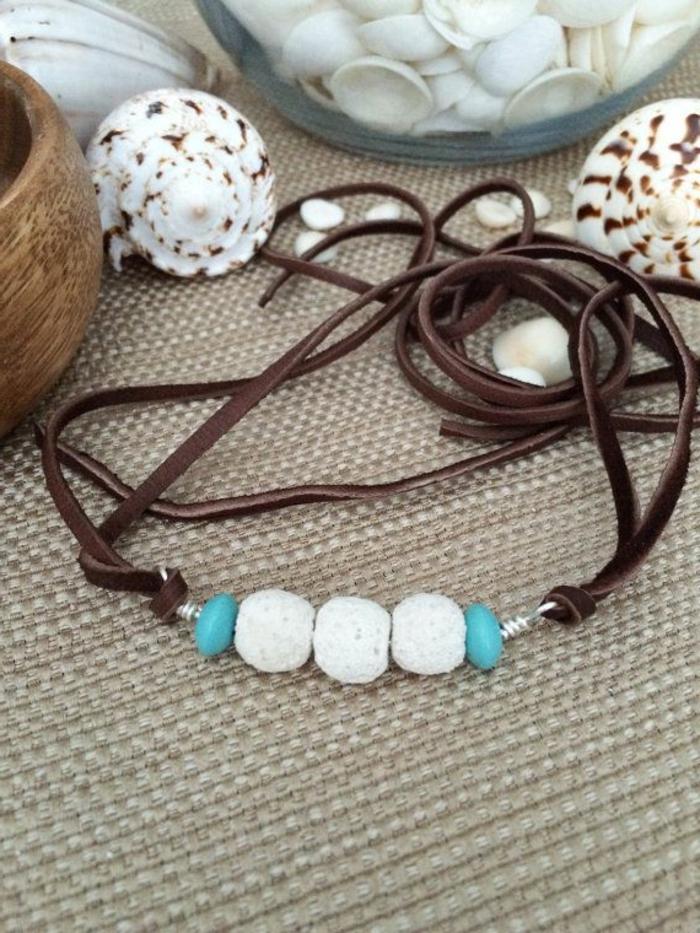 bijoux-avec-pierre-volcanique-blanche
