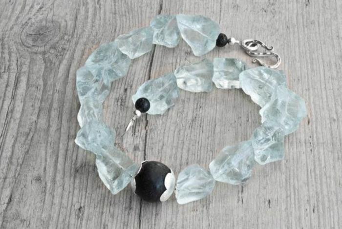 bijoux-avec-pierre-volcanique-bracelet-en-quartz-bleu