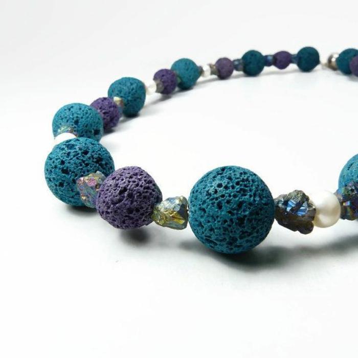 bijoux-avec-pierre-volcanique-bracelet-en-vert-et-lilas