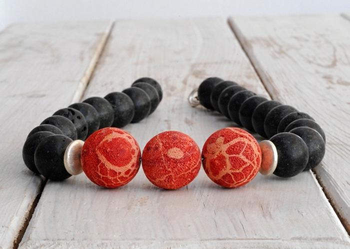 bijoux-avec-pierre-volcanique-bracelet-pierres-rouges-et-pierres-de-volcan