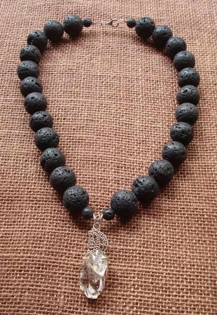 bijoux-avec-pierre-volcanique-collier-avec-pendentif