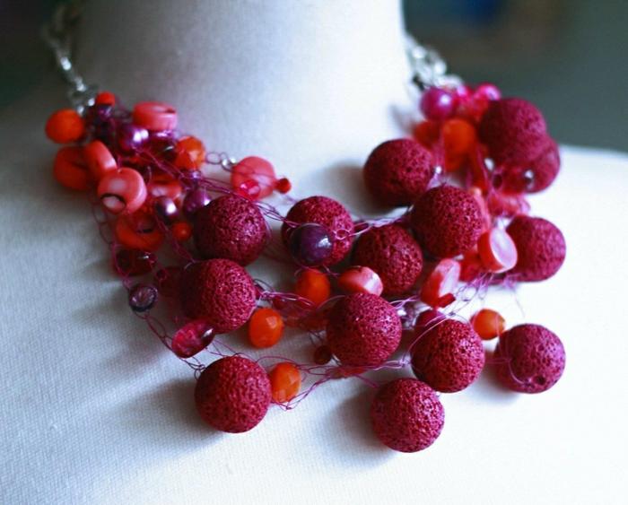 bijoux-avec-pierre-volcanique-collier-en-pierres-volcaniques-rouges