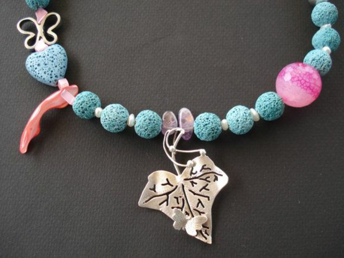 bijoux-avec-pierre-volcanique-collier-pierre-de-volcan-bleue