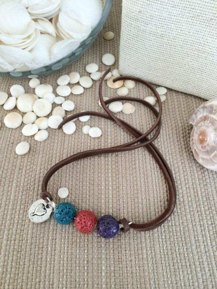 bijoux-avec-pierre-volcanique-collier-trois-pierres-volcaniques