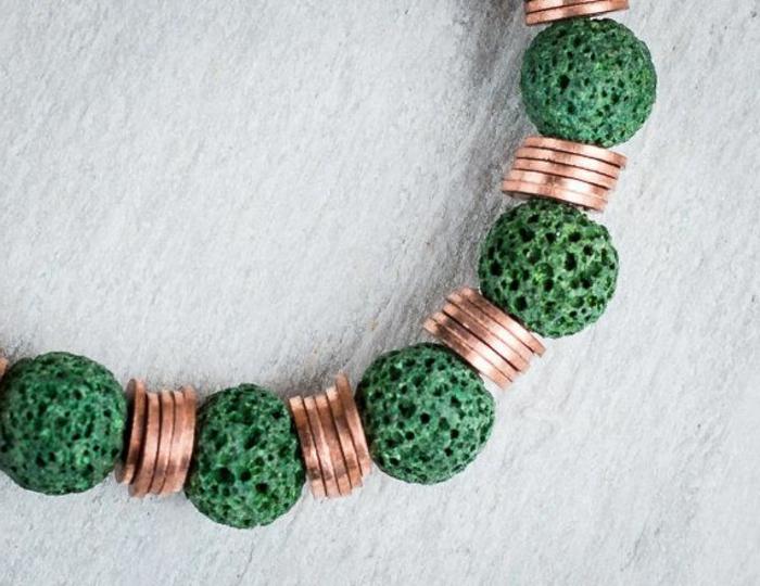bijoux-avec-pierre-volcanique-et-disques-cuivrés