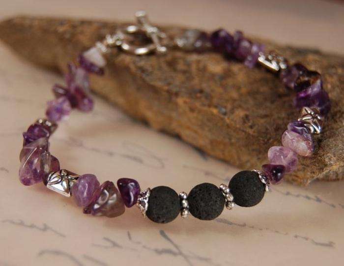 bijoux-avec-pierre-volcanique-et-pierres-naturelles-pourpres