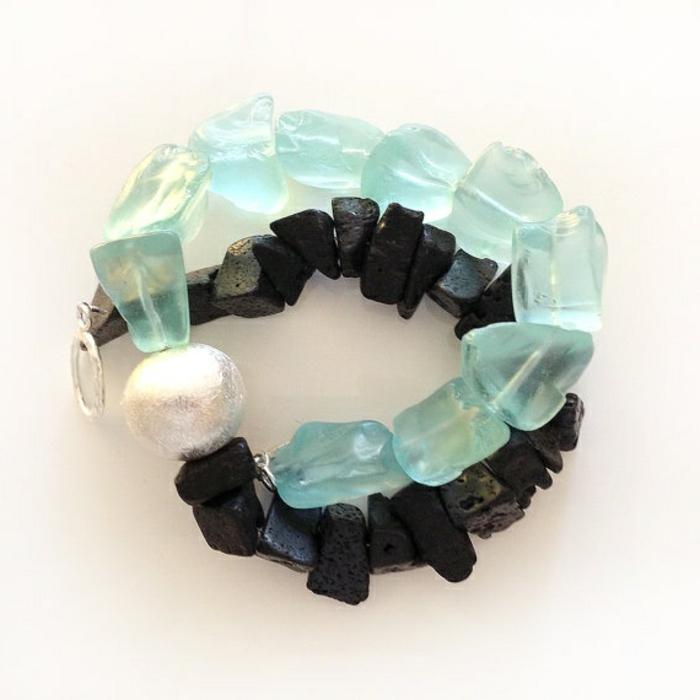 bijoux-avec-pierre-volcanique-et-quartz-bleu