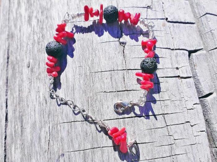 bijoux-avec-pierre-volcanique-joli-bracelet-trois-pierres-volcaniques
