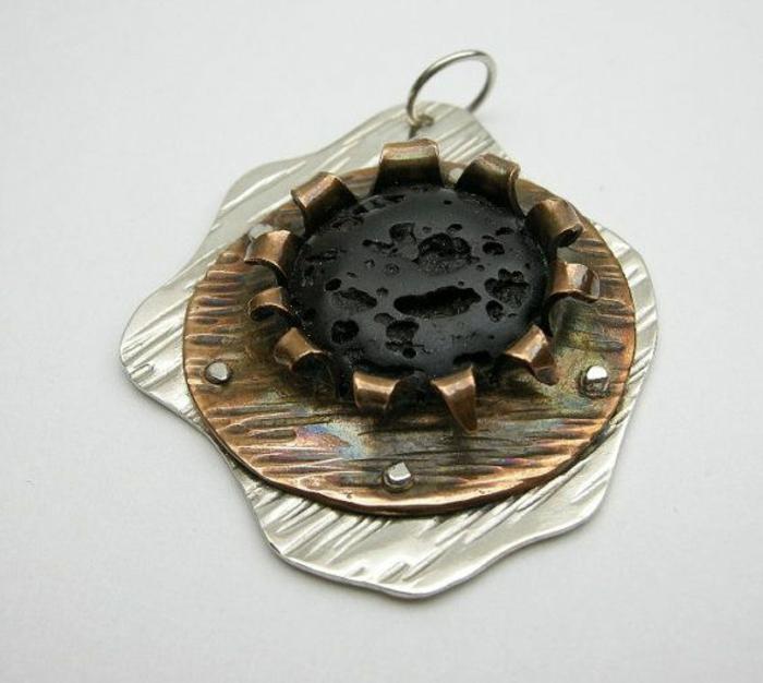 bijoux-avec-pierre-volcanique-noire-pendentif-original