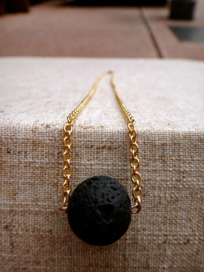 bijoux-avec-pierre-volcanique-pendentif-pierre-de-volcan-noire