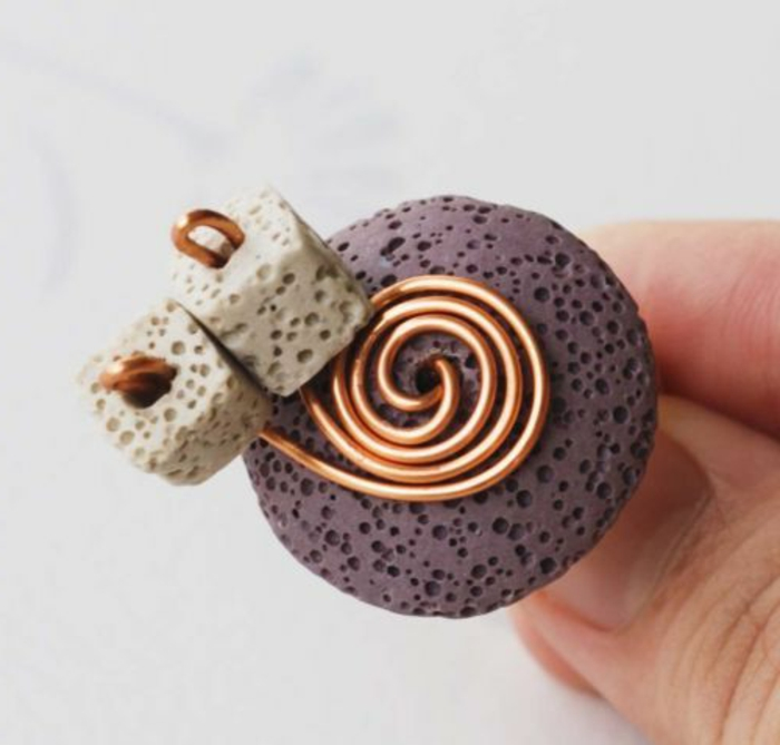 bijoux-avec-pierre-volcanique-une-bague-unique-avec-pierre-de-volcan-et-cuivre