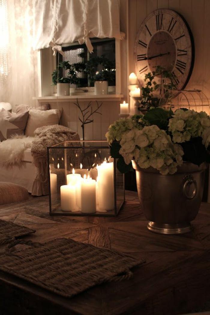 bougeoir-en-verre-chambre-paisible-décorée-avec-bougeoir