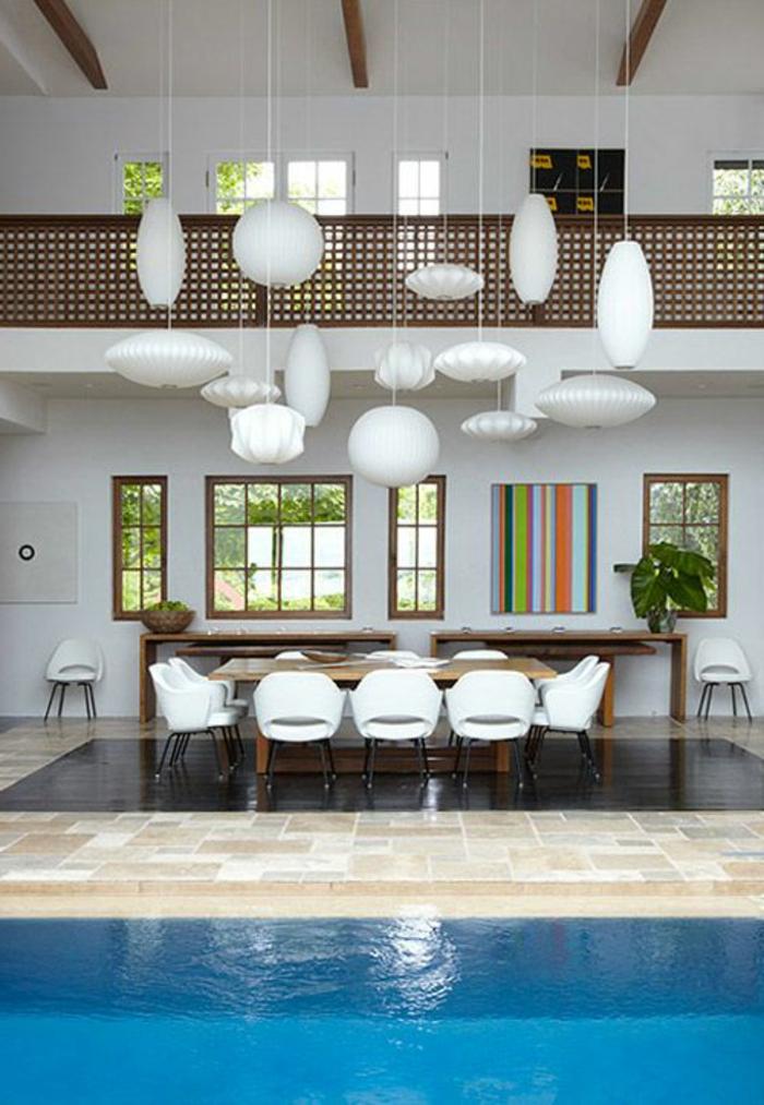 boules-chinoises-suspension-luminaires-lampion-papier-blanche-moderne-maison-avec-piscine