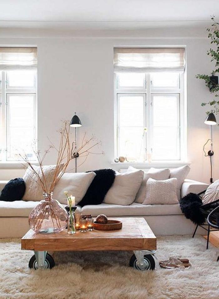 canapé-beige-salon-scandinave-tapis-blanc-table-de-salon-basse-en-bois-canapé-beige