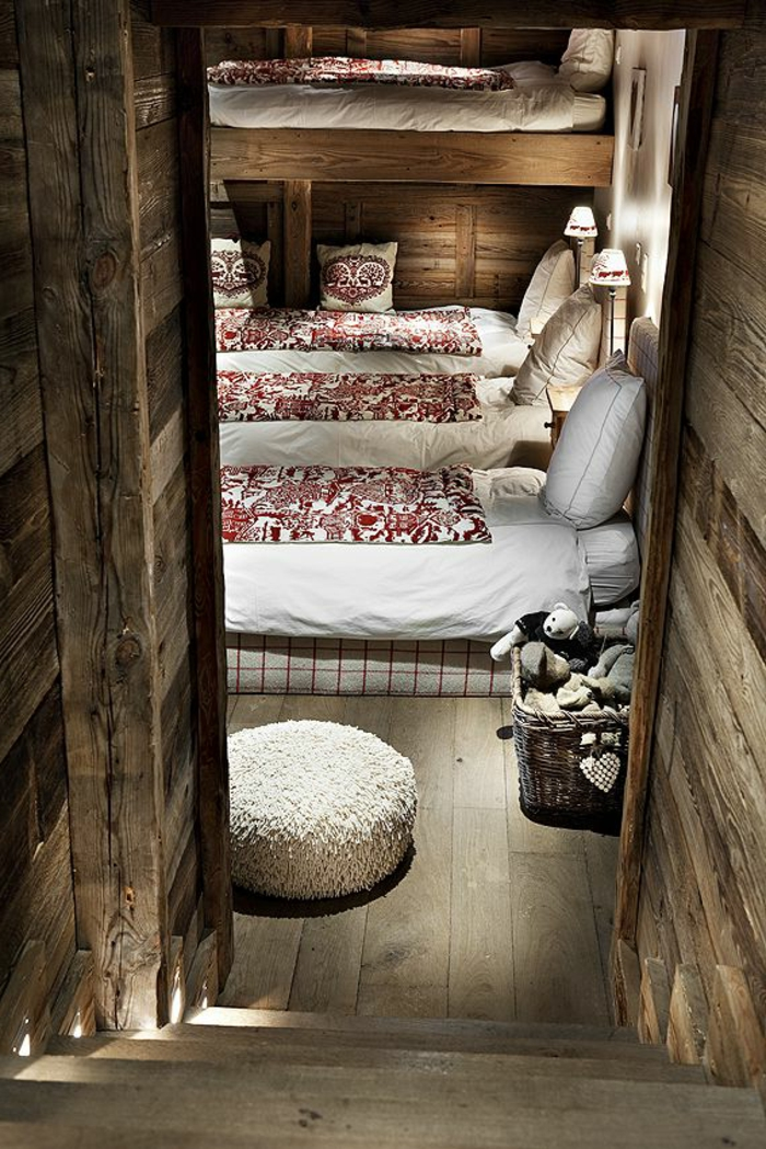 chalet-habitable-en-bois-chambre-a-coucher-lit-en-bois-massif-intérieur-moderne