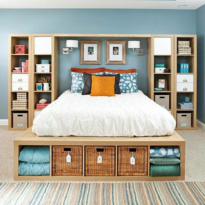 chambre-a-coucher-de-couleur-pastel-mur-bleu-pastel-tapis-coloré-mur-bleu