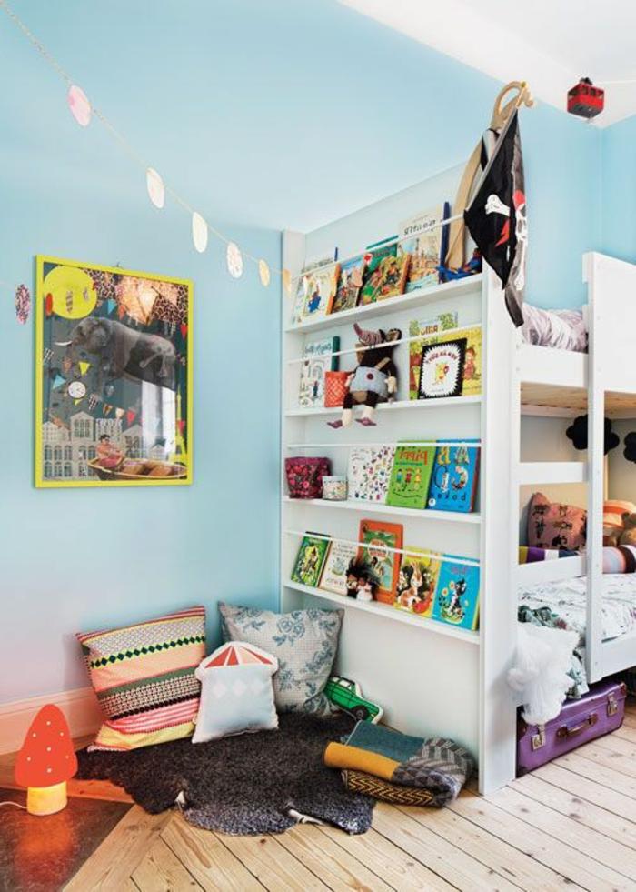 chambre-d-enfant-avec-un-lit-enfant-sureleve-lit-mezzanine-dans-la-chambre-a-coucher