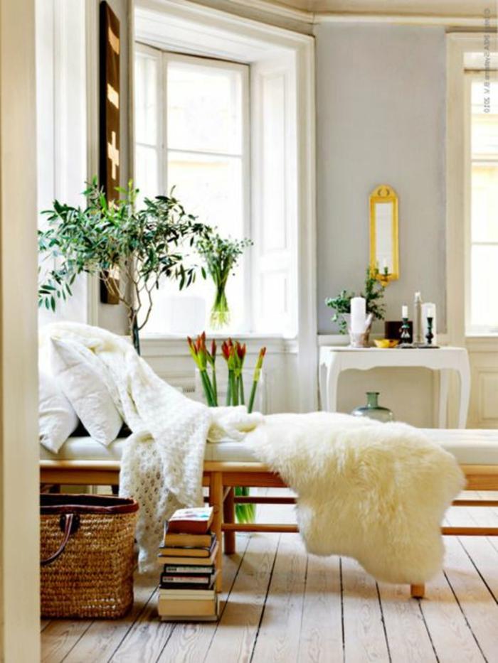 chambre-zen-maison-feng-shui-sol-en-parquet-canapé-plante-verte-mur-gris