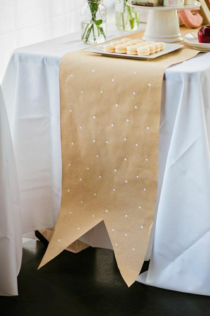 chemin-de-table-en-papier-de-couleur-beige-set-de-table-jetable-nappe-blanche