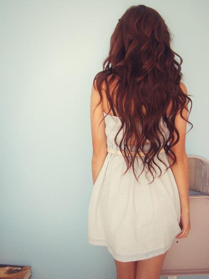 coiffure-pour-cheveux-bouclés-cheveux-ondules-cheveux-longs-coiffure