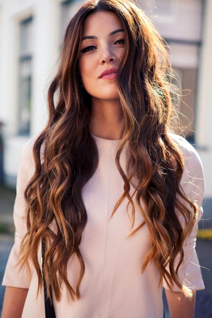 coiffure-pour-cheveux-bouclés-cheveux-ondules-coiffure-cheveux-longs