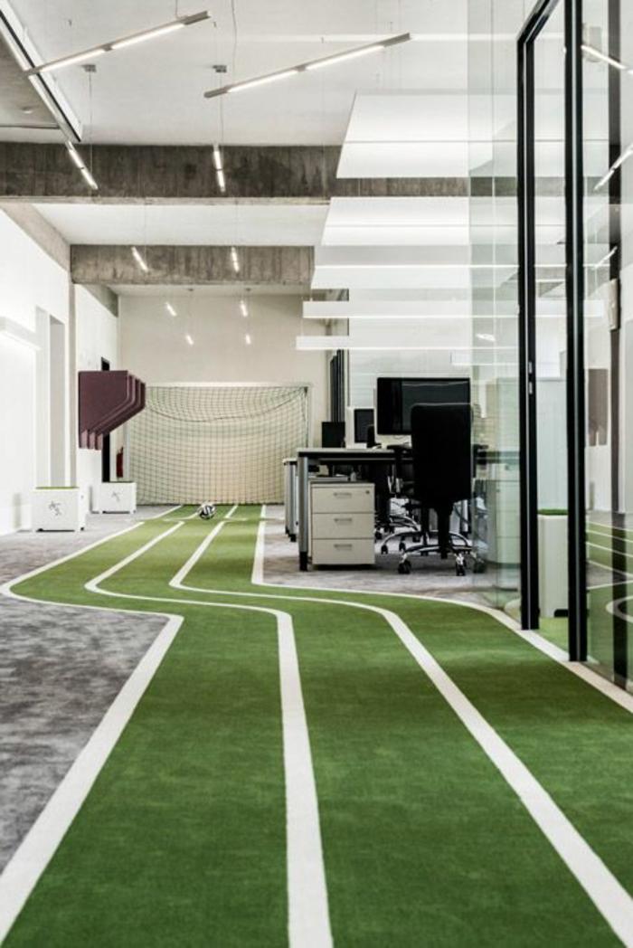 coin-de-travail-bureau-avec-pelouse-synthétique-gazon-artificiel-pour-votre-bureau-de-travail