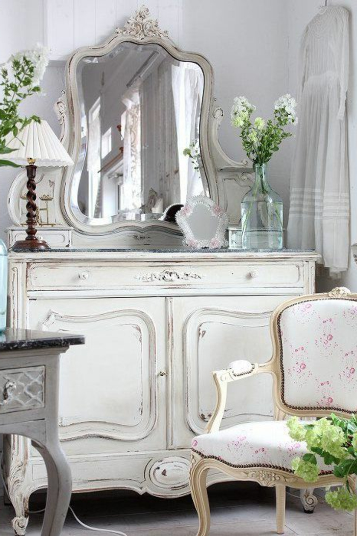 commode-blanche-miroir-table-et-chaise-vintage