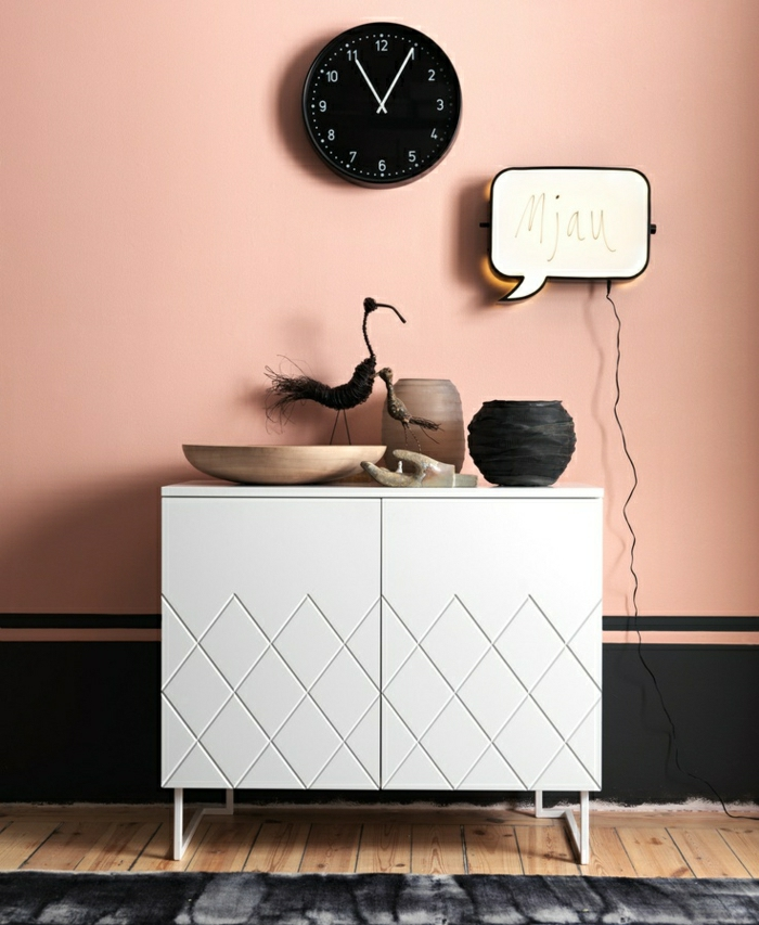 commode-blanche-originale-un-mur-pastel