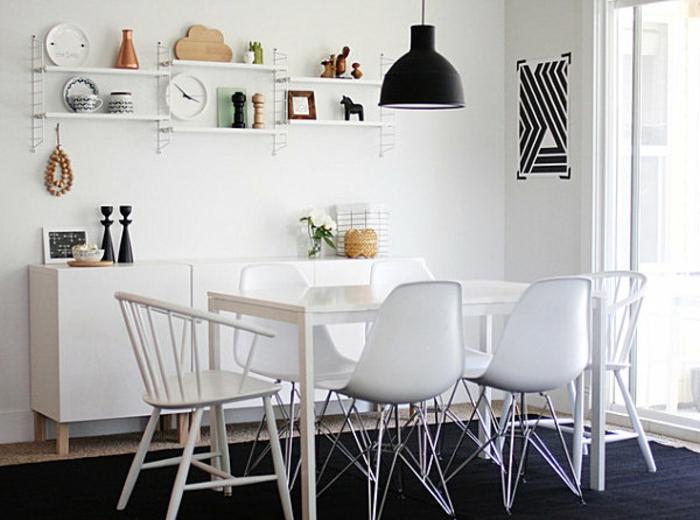 commode-blanche-sur-pieds-dans-une-salle-de-déjeuner-blanche
