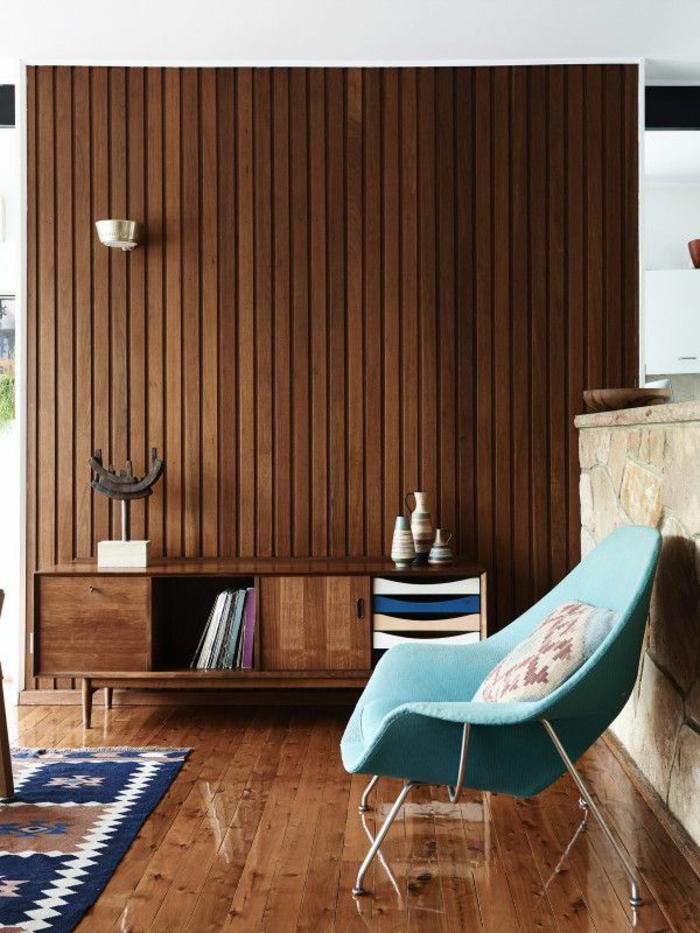 commode-en-bois-ambiance-en-bois-chaise-bleue-originale