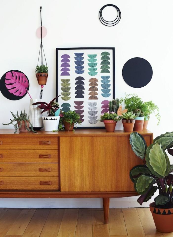 commode-en-bois-décoration-en-couleurs-et-formes