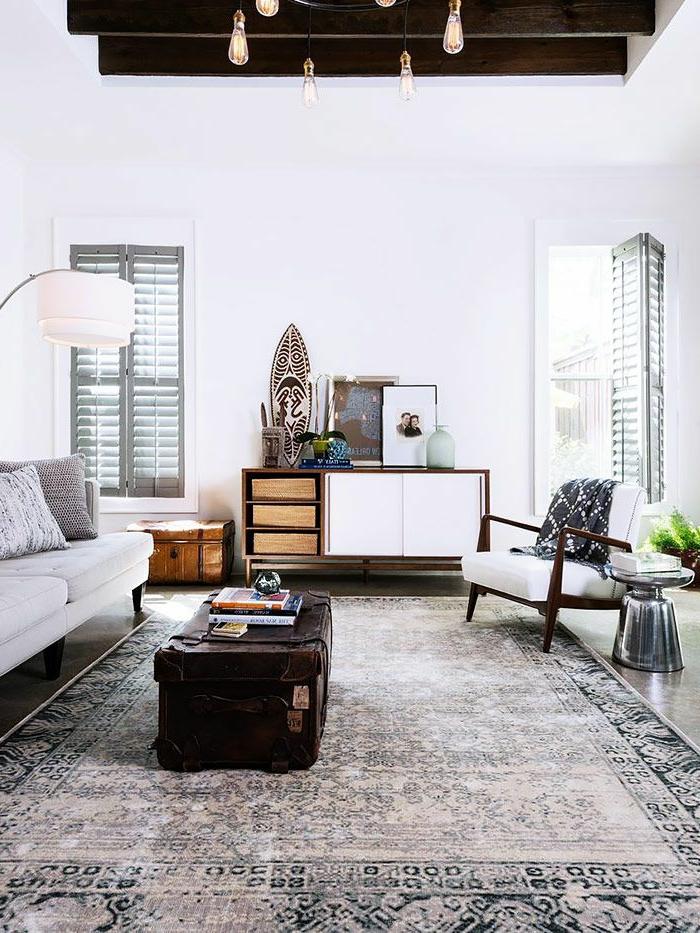 commode-en-bois-dans-un-appartement-original