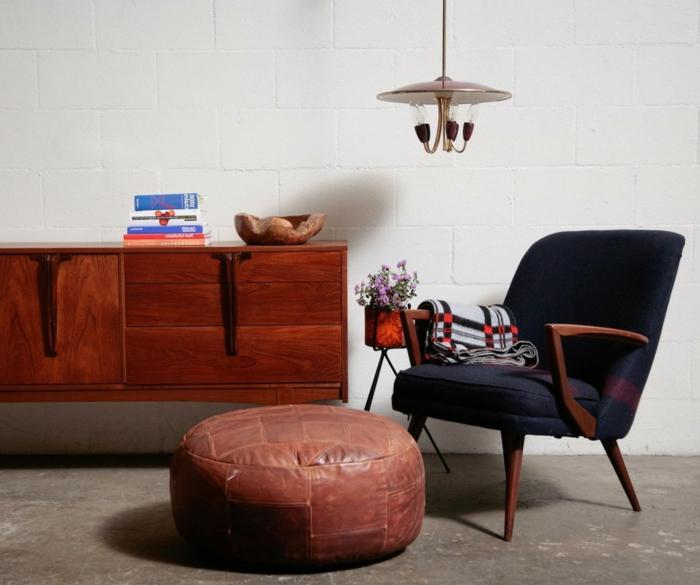 commode-en-bois-fauteuil-et-pouf-en-cuir-marron