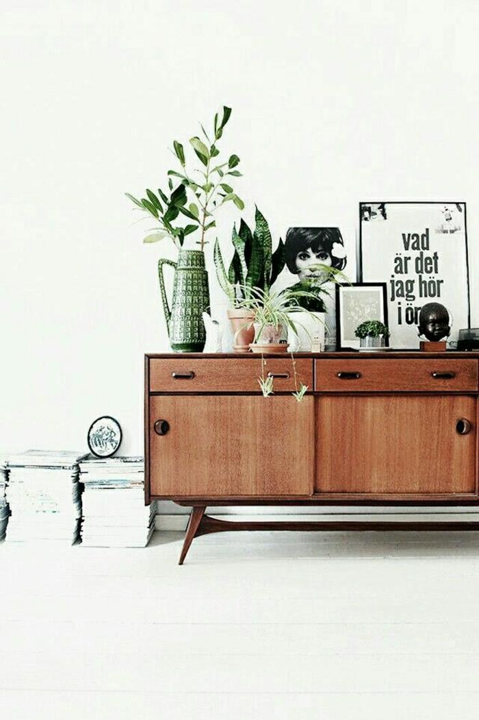 commode-en-bois-intérieur-clair-vibrant