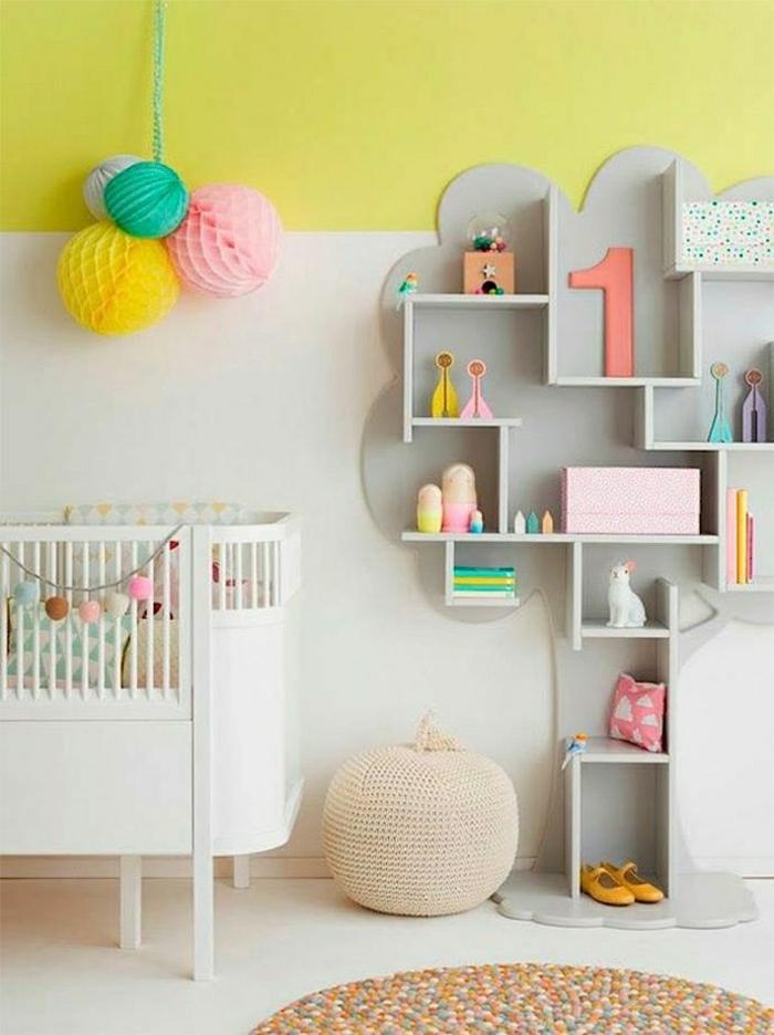 couleur-pastel-chambre-bébé-mur-jaune-bibliothèque-en-bois-gris-décoration-murale-couleur-pastel