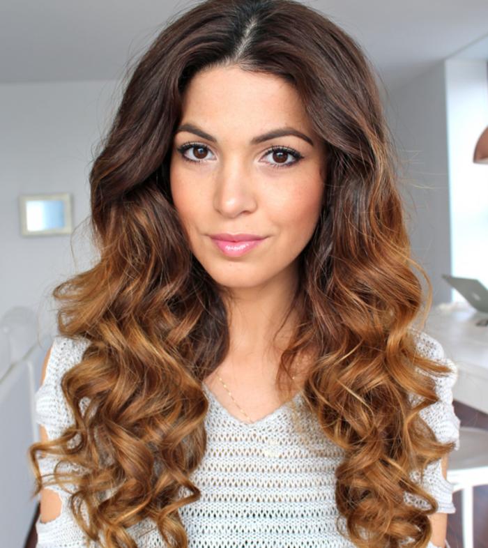 coupe-pour-cheveux-long-cheveux-bouclé-femme-jolie
