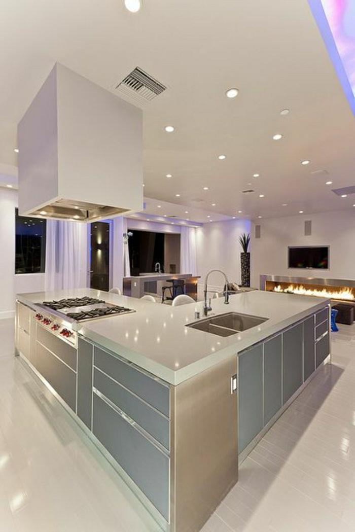 cuisine-élégante-idée-couleur-cuisine-meubles-de-cuisine-couleur-taupe-sol-blanc