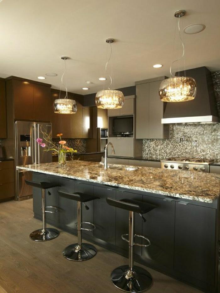 cuisine-couleur-taupe-meubles-de-cuisine-chaise-de-bar-noir-meubles-de-cuisine