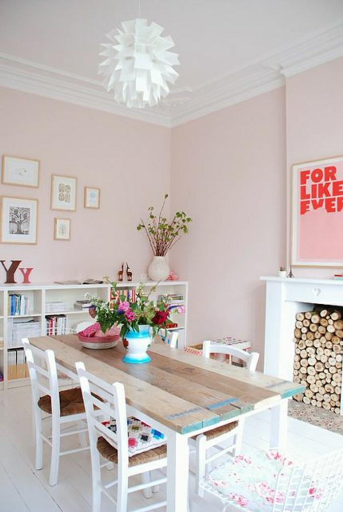 cuisine-de-couleur-pastel-dessin-mur-rose-pale-table-de-cuisine-en-bois-fleurs