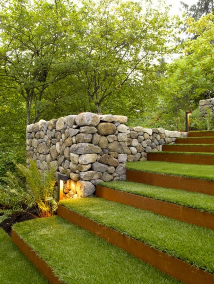 décoration-avec-pelouse-synthétique-escalier-avec-tapis-de-faux-gazon-idées-pour-le-jardin