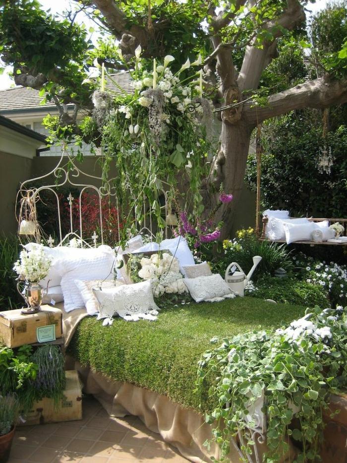 décoration-pour-le-jardin-avec-gazon-synthétique-lit-avec-couverture-de-gazon-artificiel
