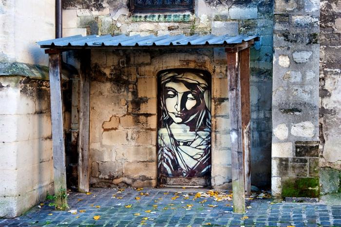 définition-du-street-art-de-C215 -religieuse