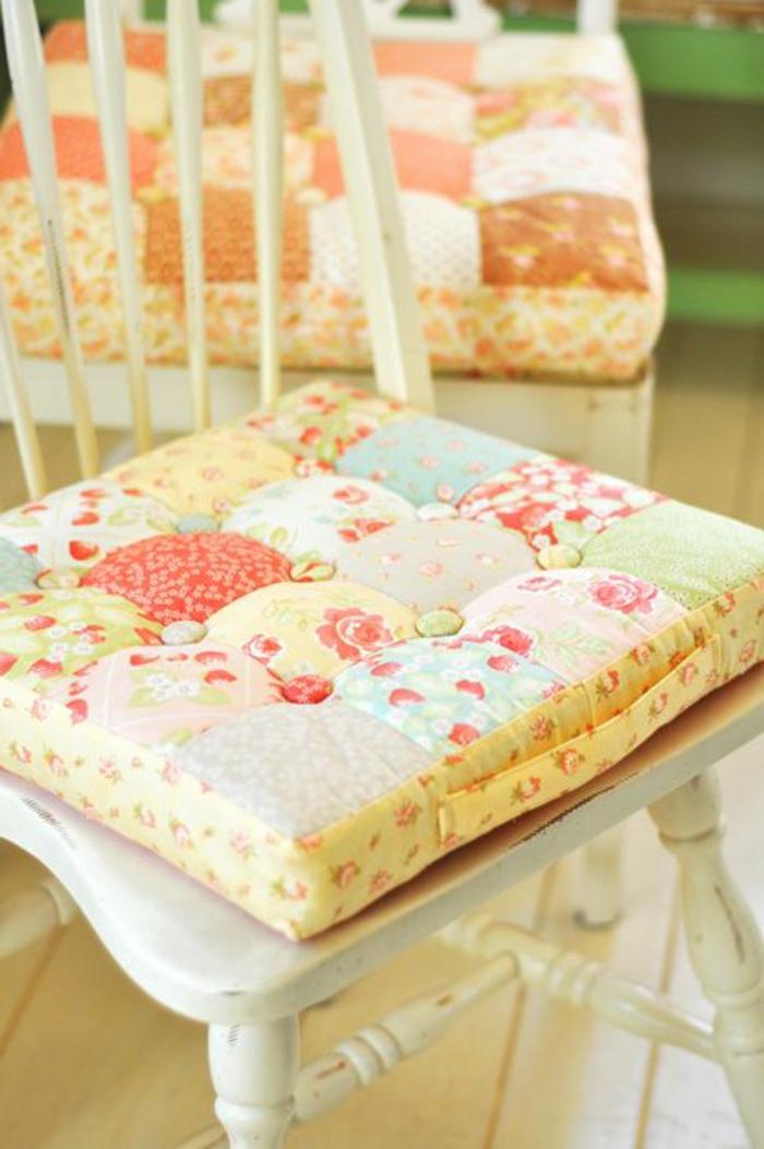 design-galette-de-chaises-galette-de-chaise-déhoussable-chaise-en-bois-blanc